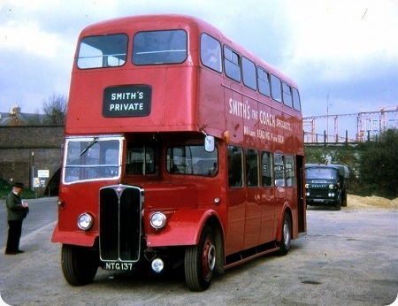 Smiths Luxury Coaches - AEC Regent III - NTG 137
