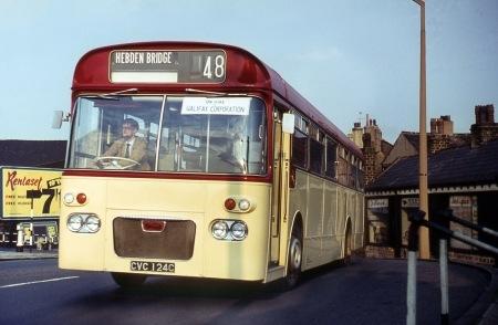 Halifax Corporation - Daimler Roadliner - CVC 124C No2