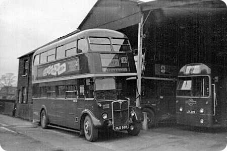 London Transport - AEC Regent III RT - OLD 528 - RT4742