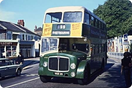 Maidstone & District - AEC Regent V - VKR 35 - 6735
